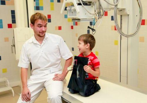 Ребенок с рентген-снимком