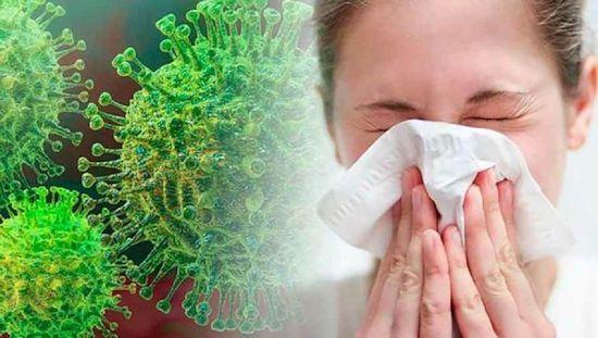Женщина чихает, вирус на фоне