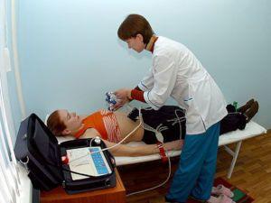 Беременной делают кардиограмму