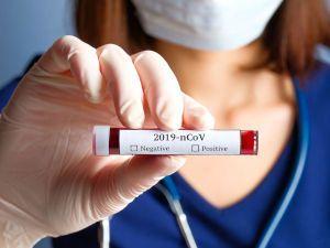Пробирка с кровью на коронавирус