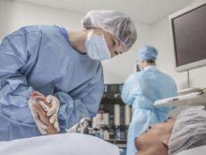 Поддержка врача в операционной