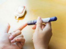 Проверка сахара в крови глюкометром